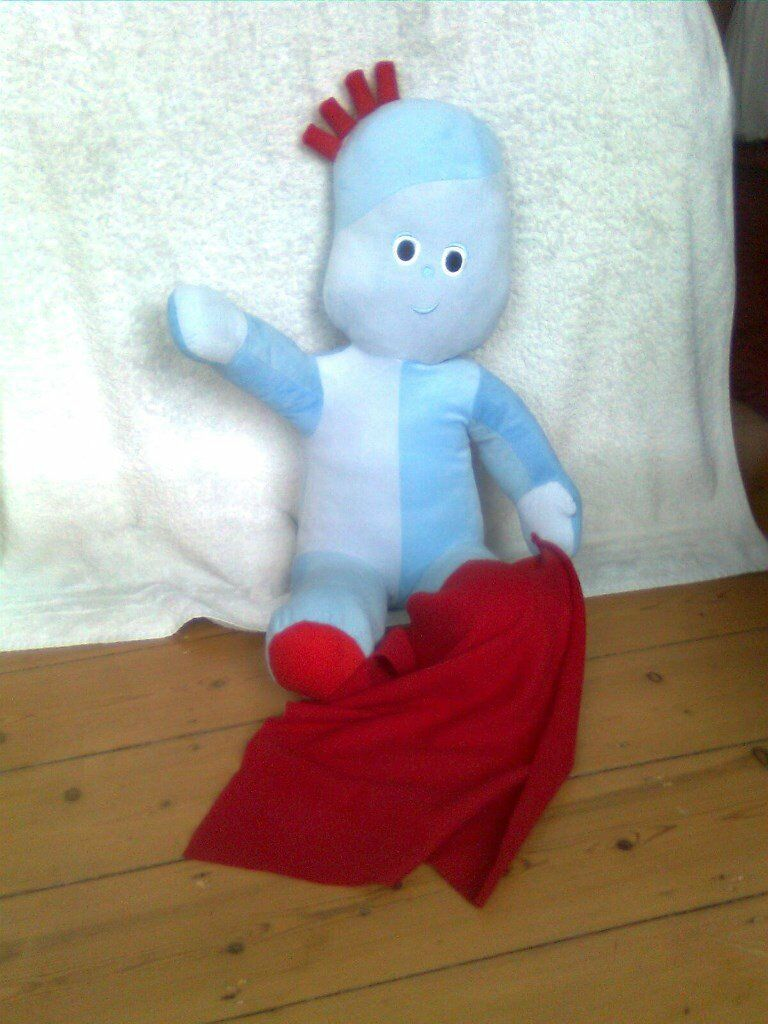 Iggle Piggle, jumbo sitting soft toy with red blanket. Approx. 52cm Excellent condition