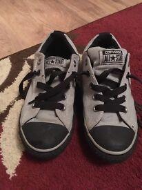 Junior shoes converse size 2.5