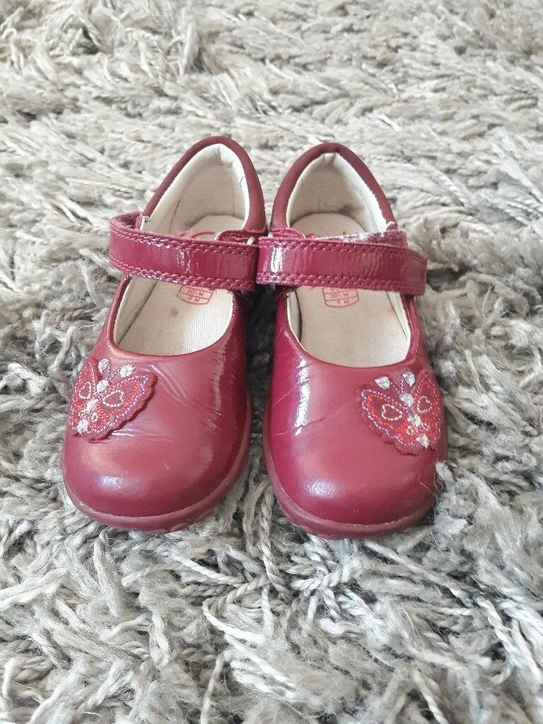 4 1/2 F Clarks girla shoes