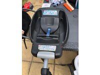 Maxi Cosy Cabriofix car seat and Isofix base