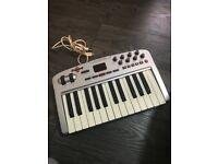 M-Audio Oxygen 8 V2 25-Key MIDI Controller Keyboard used hardly..