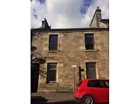 Main door 2 bedroom property with a back garden to let in Kirkcaldy. Unfurnished.