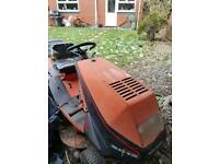 Westwood 2000 Briggs and Stratton engine sit on ride on petrol lawn mower