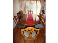 Classic English dining table with 2 carver chairs and 4 dining chairs