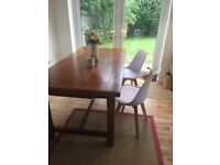Solid Oak Dining Room Table - Excellent quality condition