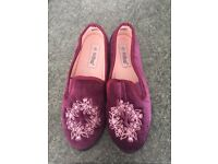 Brand New Size 7 Women's Slippers
