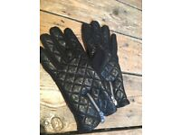 Women's leather touch-screen gloves