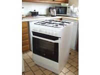 COOKER GAS INDESIT 60CM LESS THAN 1 YEAR OLD FREE EDINBURGH DELIVERY AND CONNECT