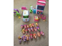 Pinypon dolls and accessories