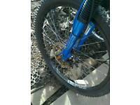 Apollo fs24 boys bike 21 gears