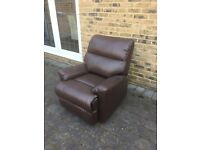 BROWN LEATHER RECLYNING ARM CHAIR