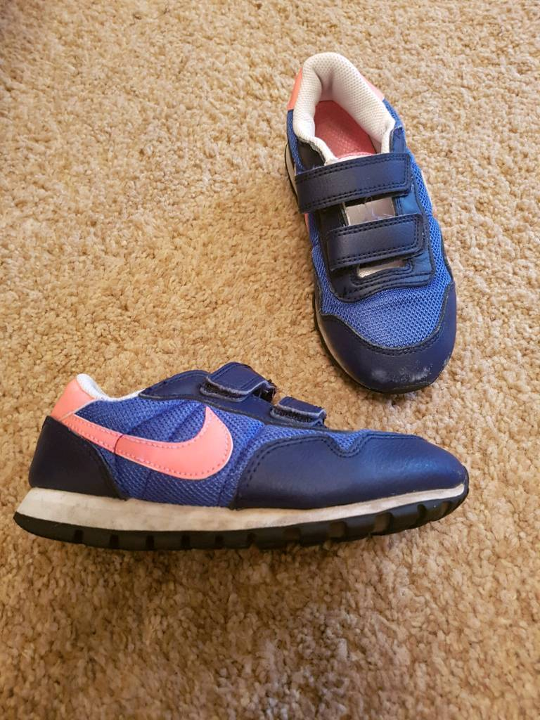 Kids nike trainers size 12