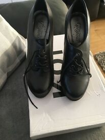 Ladies size 5 Black heels