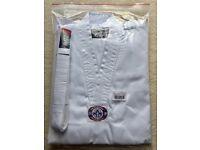 Blitz Taekwondo White Suit - 4/170cm - BRAND NEW + 2 Suit Badges Free