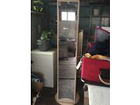 Mirrored storage unit