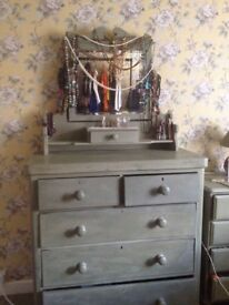 Large Victorian Chest of 5 drawers, plus mirror and Jewellery drawer. Uxbridge