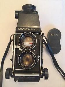Mamiya C330 body with Mamiya-Sekor 80mm f2.8  chimney  focusing hood with 90 days warranty