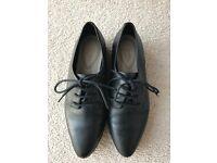 Clarks Black shoes size 4