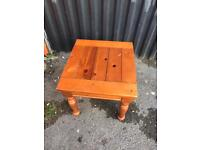 Small solid pine table, Good condition.
