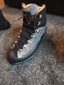 Scarpa Mens R-Evo Pro Gtx Trekking Boots size 9