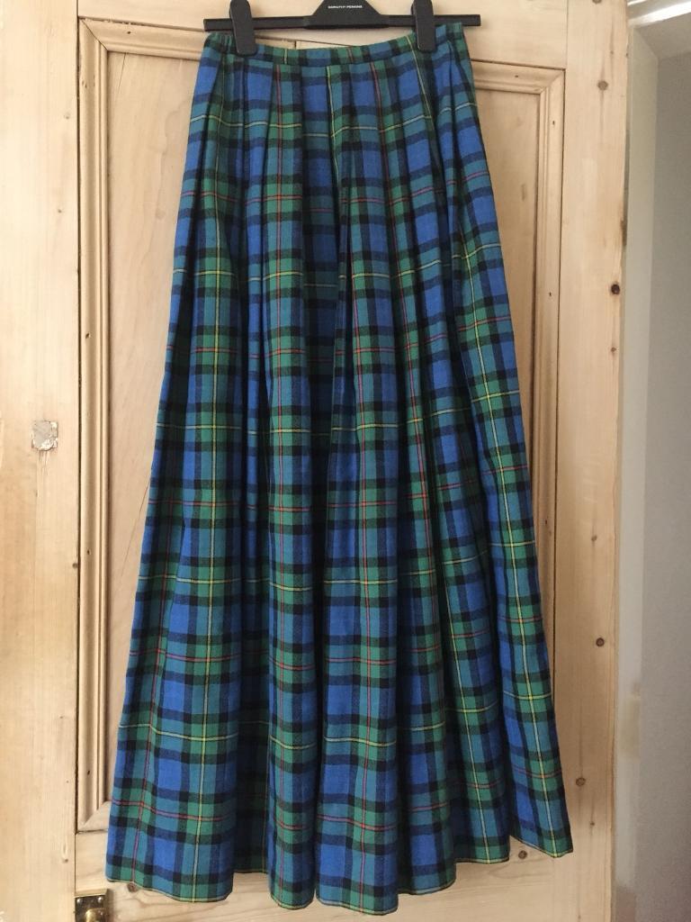 Vintage long tartan skirt size 8-10