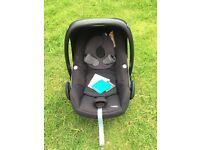 Maxi Cosi Pebble Car Seat & Family Fix ISOfix Base
