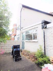Bedford Hill, Balham, SW12- GARDEN FLAT