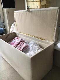Ottoman/upholstered blanket box