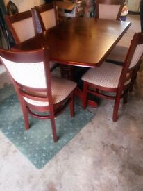 Lovely dining room table and six chairs