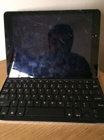 Ipad Air 32 GB wifi and keyboard, cracked screen but in great working condition.