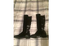 Dune boots size 5