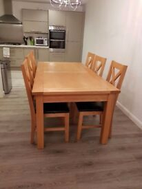 Solid Oak Dinning Table & Chairs