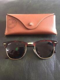 Ray ban clubmaster sunglasses in tortoise shell. (RB 3016 clubmaster W0366 49-00 3N)