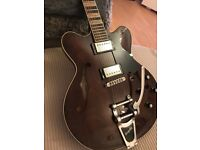 Hofner Verythin CT Special Limited Edition in Walnut with Bigsby