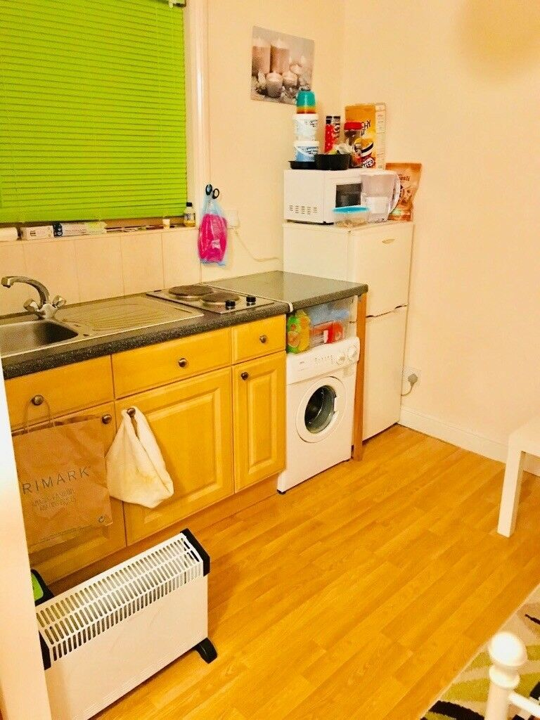 Single studio apartment in barking road - fully furnished - £690 per month