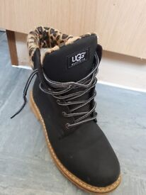 Womens size 7 ugg boots worn once good condition