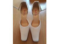 Rainbow club ivory Anouska wedding shoes size 6 - new without box