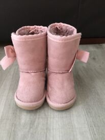 Infant girls boots size UK3
