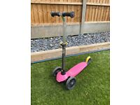 Pink scooter with 3 wheels