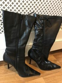 Ladies Size 5 Boots