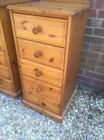 Solid pine slim chest of drawers. Dovetail Joints