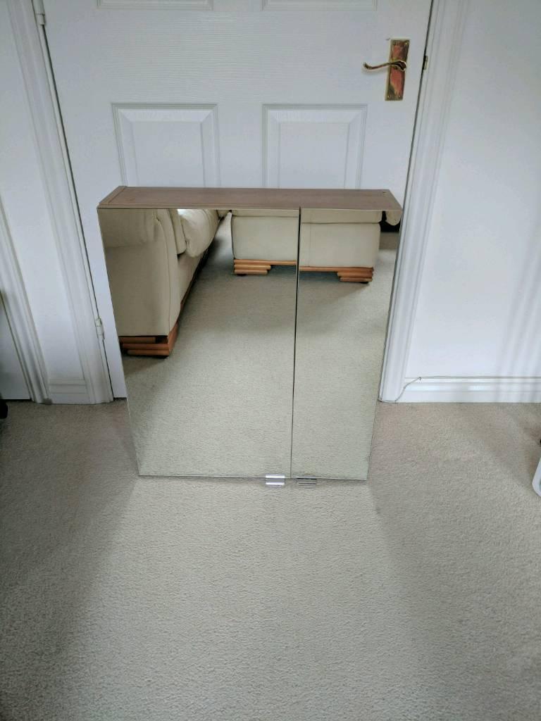 Bathroom cupboard with mirror's