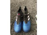 Men's size 10 football boots
