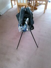 Junior golf bag with 3 clubs