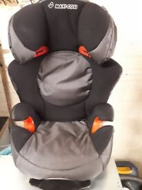 MAXI-COSI CAR SEAT. JUNIOR SIZE AGE 2 - 7 ADJUSTABLE GRANNY USE SO LOW MILEAGE.