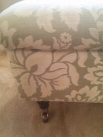 BEAUTIFUL LAURA ASHLEY STORAGE FOOTSTOOL🎄🎁