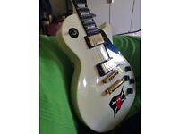 Electric guitar. Gibson Les Paul. White. Rare. Great condition