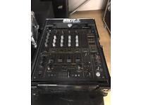 Pioneer DjM-600 mixer in flight case