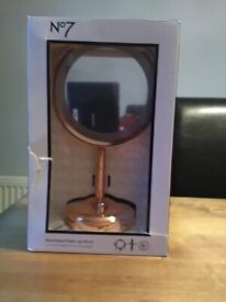 NEW BOXED NO.7 MAGNIFYING MIRROR FROM BOOTS. UNUSED GIFT.