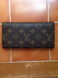 New Louis Vuitton Paris Women's Brown Canvas Material Bifold Purse With 16 Total Pockets